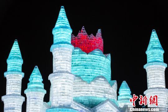 世界最大冰雪主题乐园浓缩20年精粹迎客